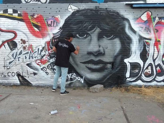 מצייר את מוריסון על קיר באמסטרדם