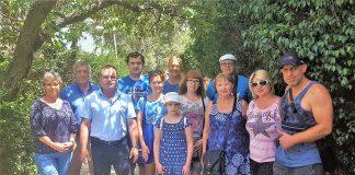 נציגי אגף הקליטה עם משפחות שעלו לאחרונה למגדל העמק