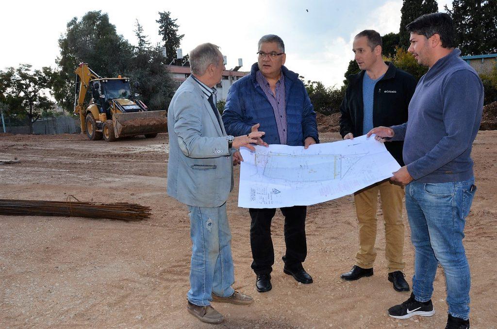 בנייתו של מגרש כדורגל סינטטי שלישי