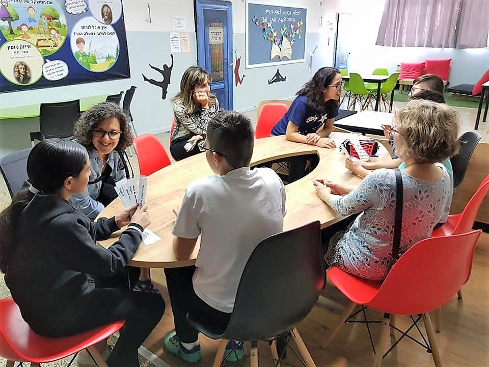 """משלחת נשים מהפדרציה היהודית במישיגן, ארה""""ב ביקרה בבית הספר """"יגאל אלון"""" במגדל העמק"""