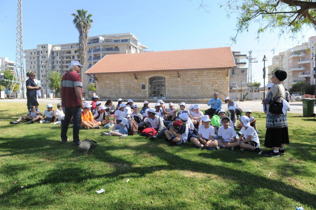 התלמידים חוקרים את ההיסטוריה של עפולה
