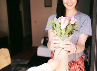 הפרחים שבינינו