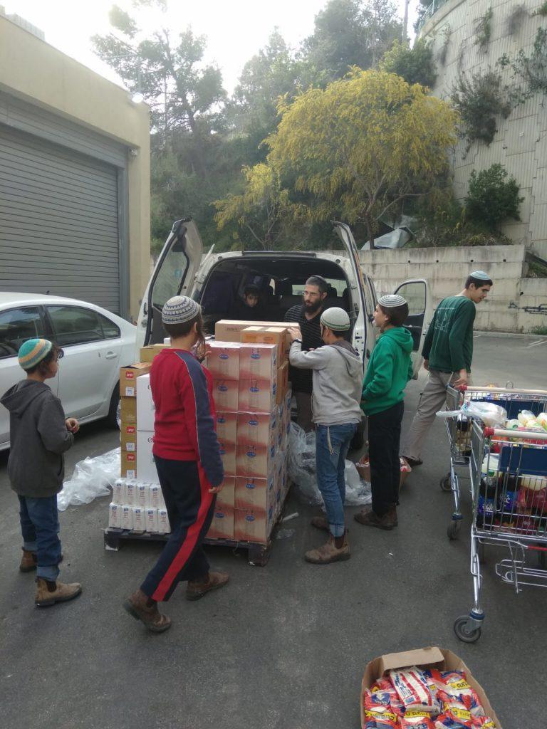 נוער הגרעין תורני ציוני בימי התנדבות למען הקהילה