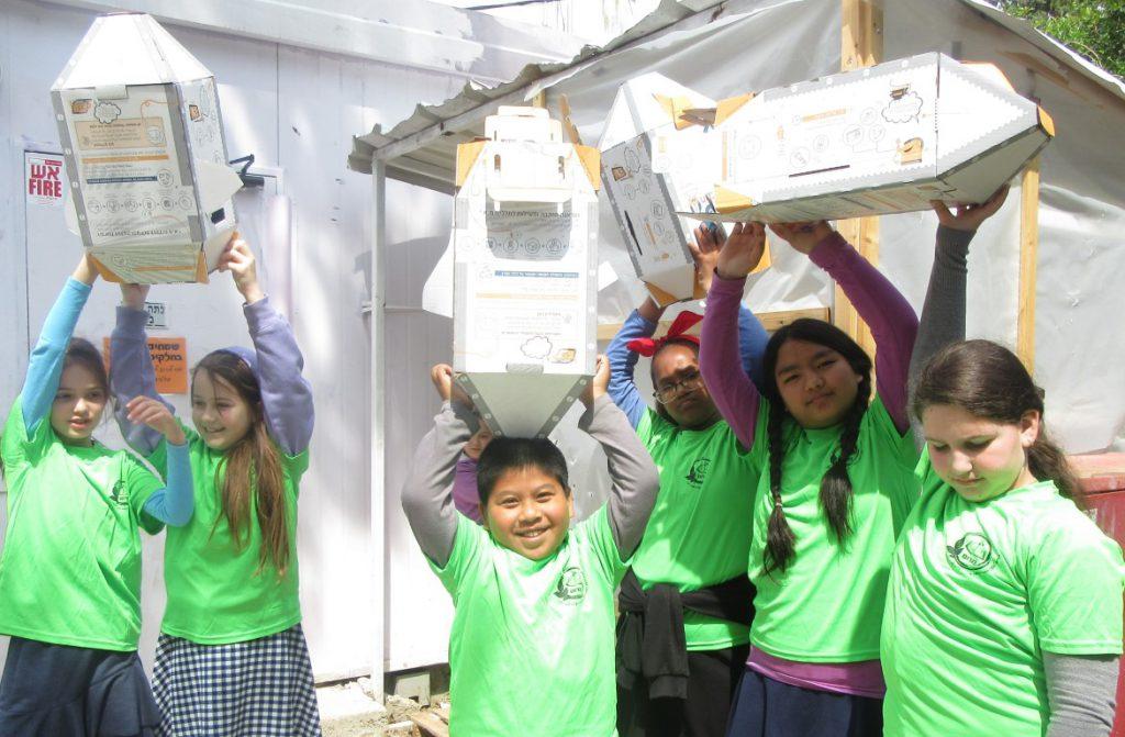 מיזם מחזור במסגרתו אספו תלמידים פסולת אלקטרונית אותה שיגרו למחזור במתקן דמוי חללית.