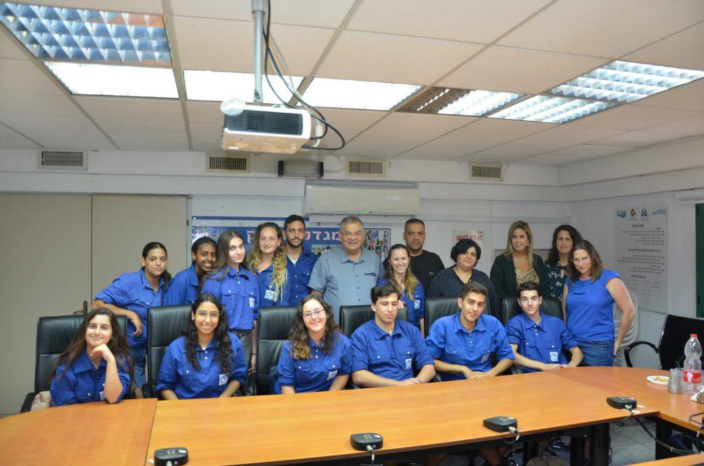 """15 בוגרי כיתות ט' ממגדל העמק יצאו לקורס מד""""צים בסיומו יוסמכו למדריכים רשמיים"""