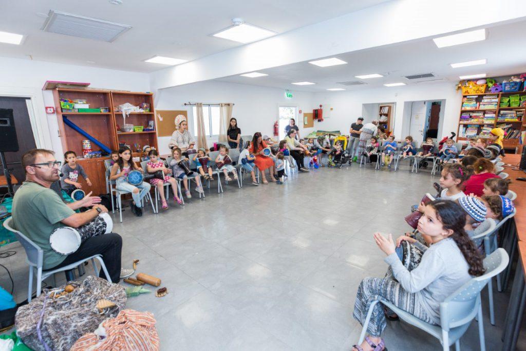 """סדנת תיפוף התקיימה בסוף השבוע במועדון """"הצריף"""" של עמידר בעיר נוף הגליל"""