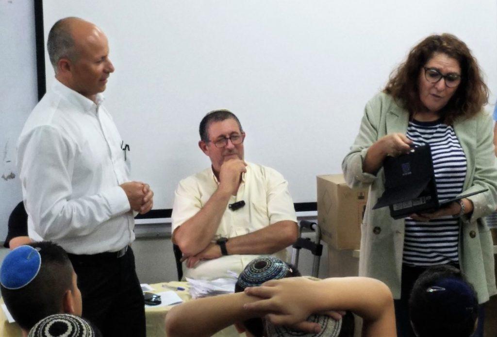 לראשונה תלמידי שכבת ד' ילמדו עם טאבלט אישי