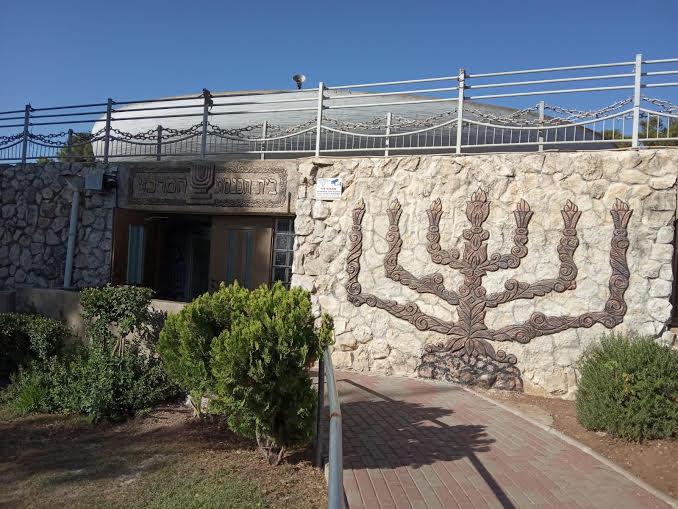 מתפללים שכם אל שכם בנוף הגליל, רגעי חסד של הביחד היהודי