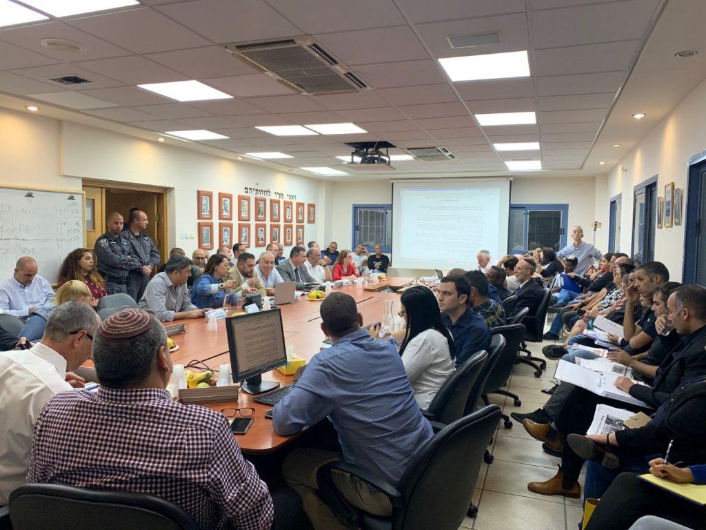 חברי המועצה ומנהלי האגפים והמחלקות מימין בתחילת הדיון לאישור תקציב 2020