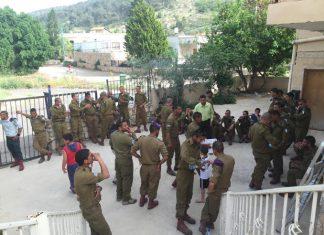 נאיל מארח בביתו חיילים