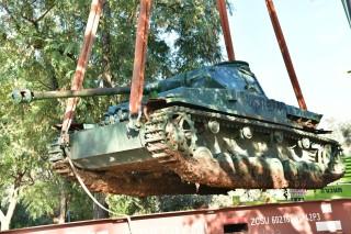"""מגדל העמק: טנק """"הפאנצ'ר"""" הגרמני הועבר לתערוכת חיל השריון בלטרון"""
