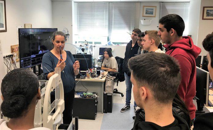 תלמידי ביור רפואה בביקור במפעל היי טק