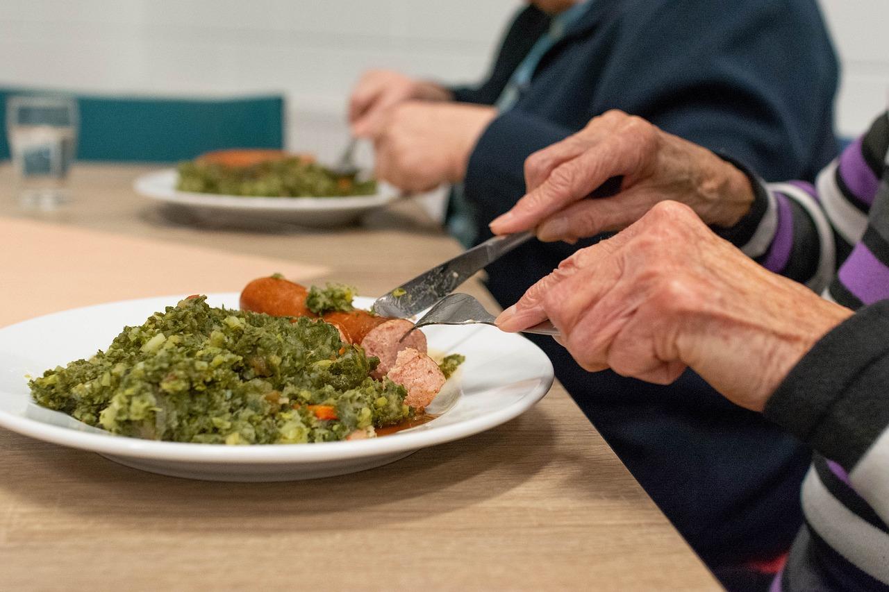 מיזם חלוקת מזון לקשישים בבידוד