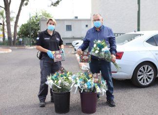 זר פרחים ואיחולים מתוקים הוענקו לכל חולה ומחלים מנגיף הקורונה