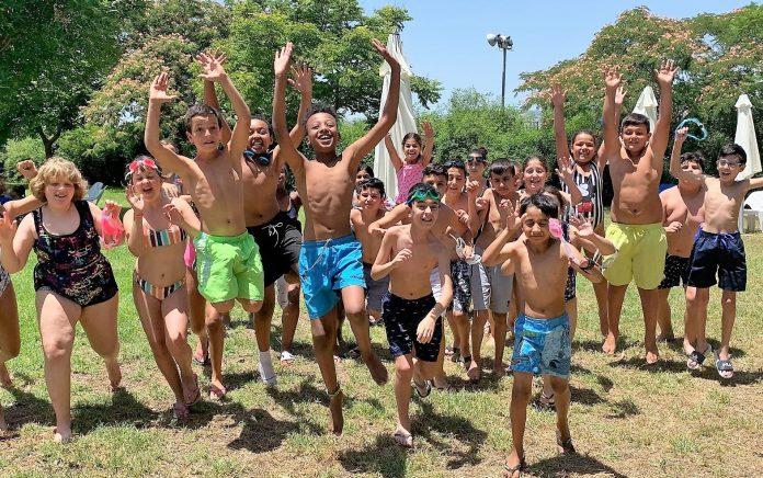 תלמידי מעלות שמחים לקראת החופש הגדול