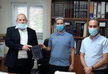 רב העיר עפולה שמואל דוד, מנהל קריית החינוך יהונתן חזי, התלמיד נריה והספר