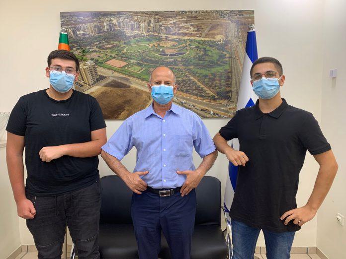 עומר שחר ואריאל כהן עם ראש העיר